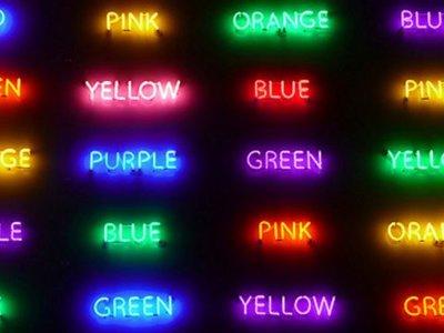 Cómo un puñado de palabras de colores pueden decirnos cosas increíbles sobre tu cerebro (y también si eres un espía ruso)