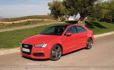 Audi A3 sedán rojo 21