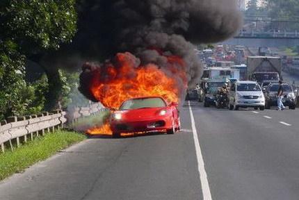 Ferrari F430 ardiendo: este coche da miedo