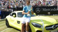 Rafa Nadal recibe un Mercedes-AMG GT S como premio, pero no lo cambia por su KIA
