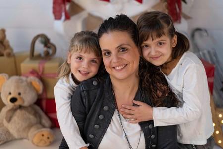"""""""Su valentía, sus sonrisas y sus ganas de jugar mientras luchaba contra el cáncer nos daban fuerza"""", hablamos con la madre de Abril"""