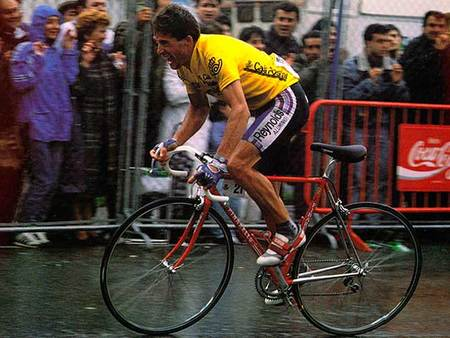 Con los dedos de una mano: cinco juegos clásicos de ciclismo