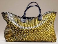 Bottega Veneta presenta su nuevo bolso NYCabat