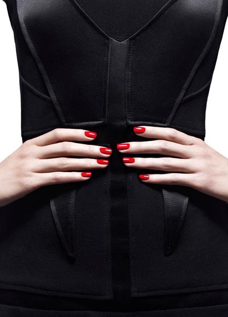 La Alta Costura de Givenchy llega a nuestras uñas con Le Vernis