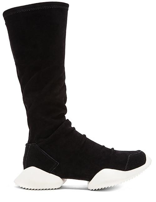 Y el premio a las botas más feas de la historia de la Humanidad es para... ¡Peeedro! Perdón, para Rick Owens x Adidas