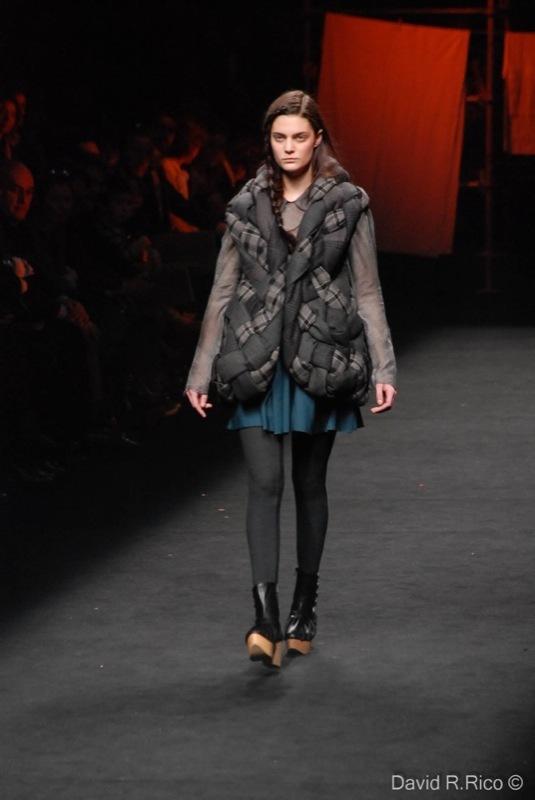 Foto de 080 Barcelona Fashion 2011: segunda jornada con las propuestas para el Otoño-Invierno 2011/2012 (38/99)