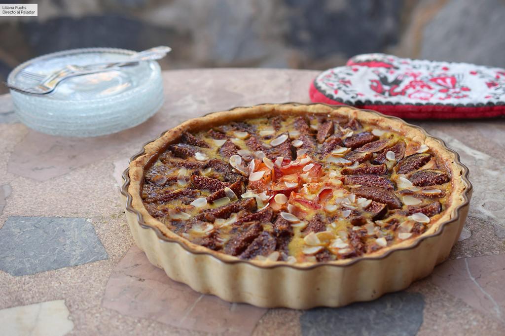Tarta de higos y ciruelas y almendra: receta suiza de postre de verano