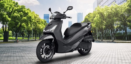 El SYM HD 300 quiere quitar el reino de las ruedas altas al Honda SH300i con un precio de 4.499 euros