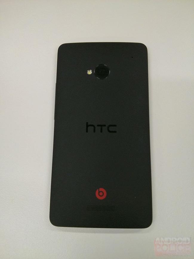 HTC M7 trasera