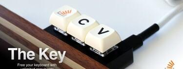 El teclado para 'copiar y pegar' código de Stack Overflow, una inocentada convertida en gadget (y ya en preventa)