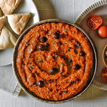 Muhammara o crema siria de pimientos y nueces, la receta que transformará tus aperitivos