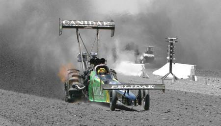 Competiciones Curiosas: carreras de dragsters en la arena