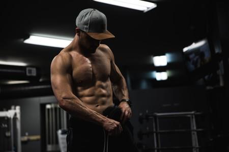 Cinco ejercicios para trabajar tus abdominales con el TRX