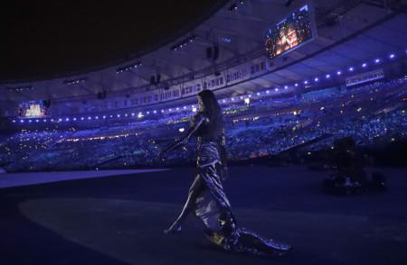 Gisele Bundchen Desfilando En Maracana Olimpiadas Rio De Janerio A