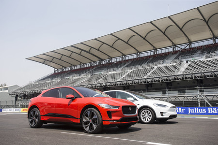 Tesla Model X vs Jaguar I-PACE