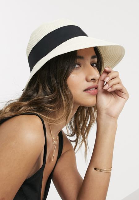 Sombrero de paja de ala corta con lazo negro y talla ajustable en blanco de ASOS DESIGN