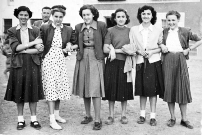 Eloisa Ruiz Abad 1950 Con Unas Companeras