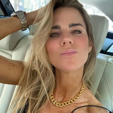 Amelia Bono dice que este verano solo necesitas un collar dorado de eslabones para triunfar