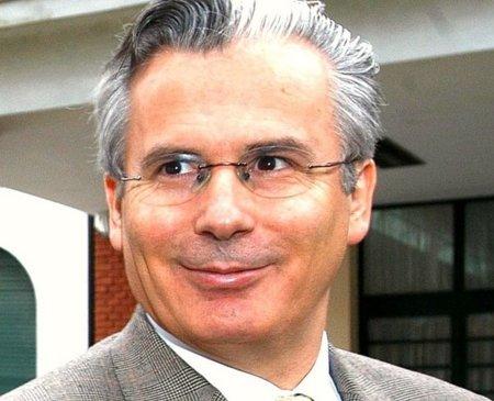 Cachondeo nacional: Garzón a la política para reivindicar el 15M con los artistas de la SGAE