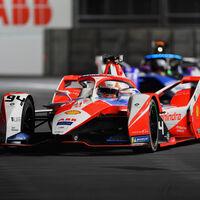 Alex Lynn se estrena en una caótica carrera de Fórmula E en Londres gracias a una bandera negra a Lucas Di Grassi