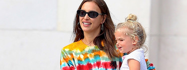 Irina Shayk, más guapa que nunca, apuesta por el tie-dye para dar un paseo por las calles de Nueva York