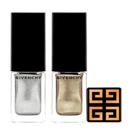 Uñas luminosas con esmaltes de purpurina de Givenchy