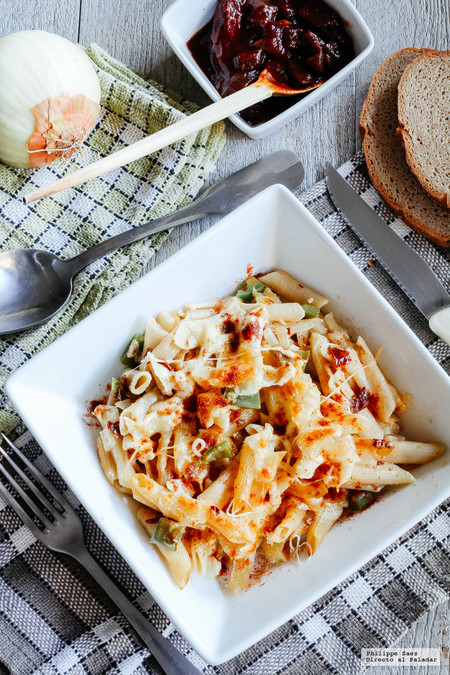 Pasta gratinada con verduras al chipotle. Receta de pasta picosa y deliciosa
