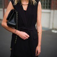 Duelo de outfits: ¿quién luce mejor el blazer sin mangas?