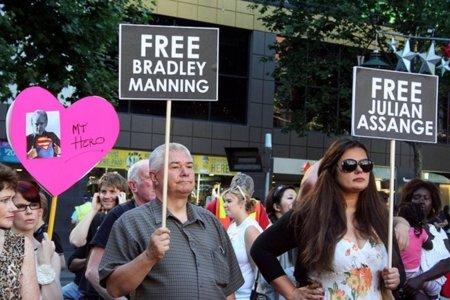 """Libertad bajo fianza para Assange que se muestra """"inalterable y firme"""""""