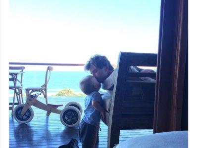 Elsa se derrite de amor con Chris Hemsworth. Nosotros más