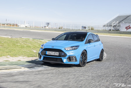 Ford Focus RS Performance delantera en curva