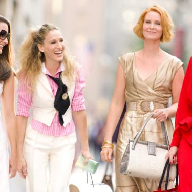 Nueve looks de Carrie Bradshaw que son tendencia este 2019 y dónde conseguirlos