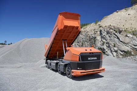 El Scania AXL es el primer camión 100% autónomo de la marca y no tiene cabina, pero puede verte