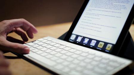 Cambiar de aplicación en el iPad sin tocar la pantalla y otros atajos de teclado de iOS