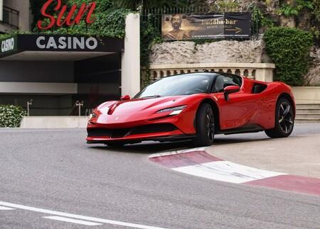 Ferrari nunca se convertirá en una marca de autos 100% eléctricos, confirma su CEO