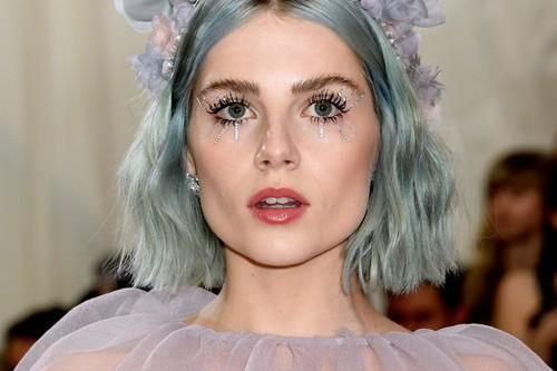 Gala MET 2019: las melenas de colores de Lucy Boynton y Kylie Jenner son pura fantasía