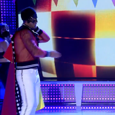 Rafa Mora baila peor que un Lego desengrasado... ¡y el público recoge firmas para que se vaya de Telecinco!