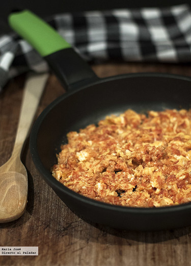 Receta de revuelto fácil de huevo y tomate