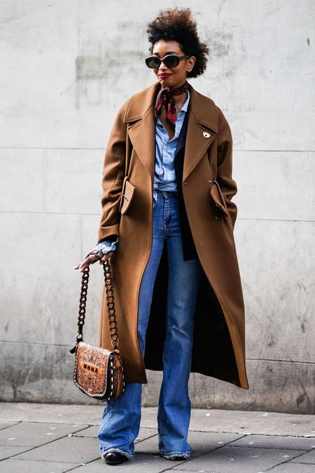 cómo llevar pantalones campana