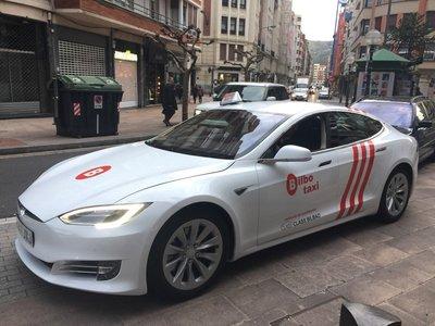 Ya hay un Tesla Model S convertido en taxi en España y es todo un 75D