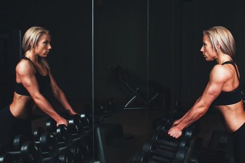 Barras, mancuernas y poleas: cuándo utilizar cada una de ellas en el gimnasio