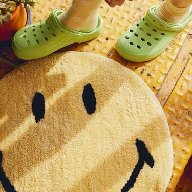 La nueva alfombra de Stradivarius viene en forma de Smiley (y con la intención de colarse en muchos hogares)