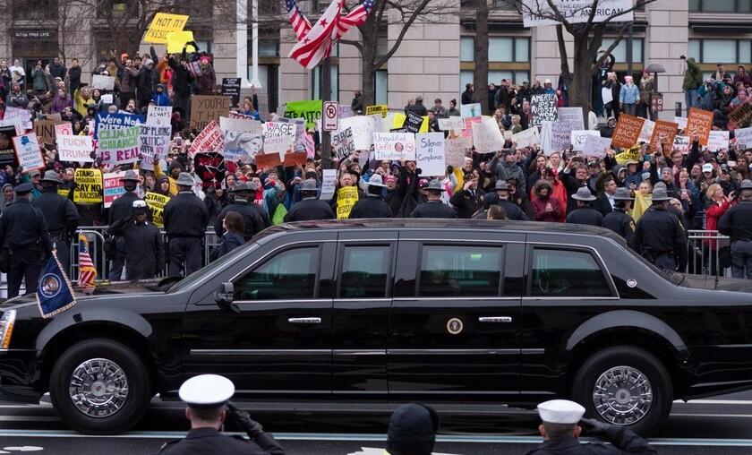 Joe Biden cambiará los 645.000 vehículos federales por coches eléctricos. Pero, ¿renunciará a La Bestia?
