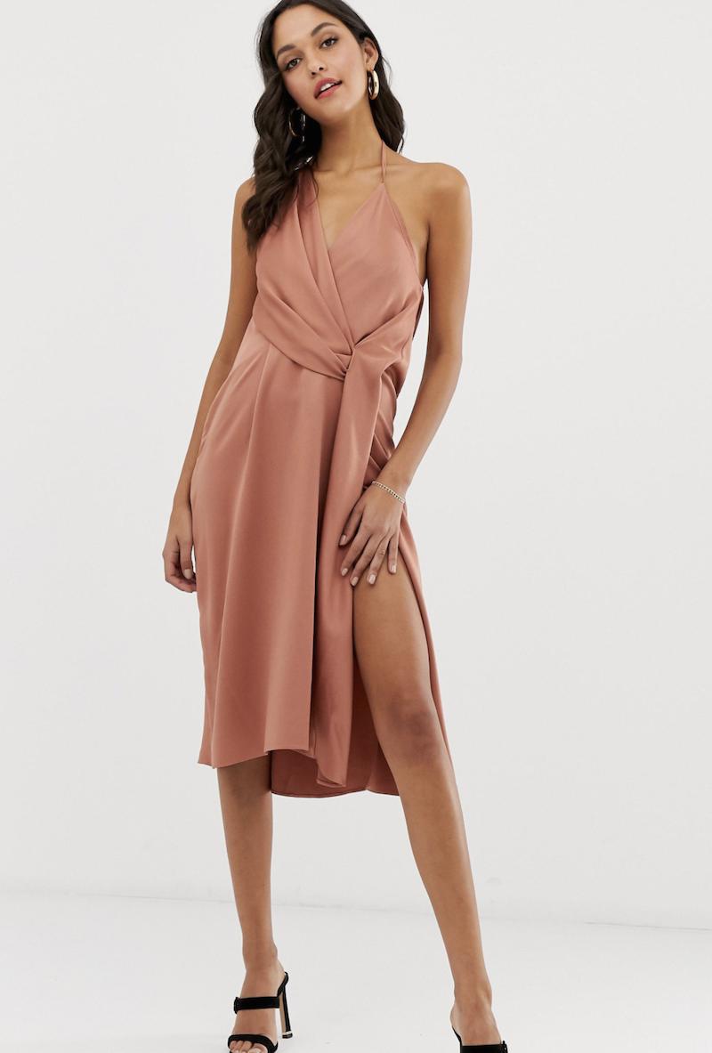 Vestido midi drapeado con diseño minimalista de satén de ASOS DESIGN