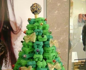 Recicladecoración: un árbol de Navidad hecho con cartones de huevos