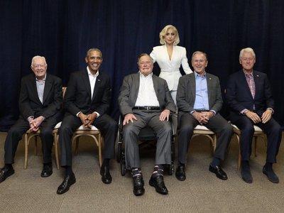 Puede que la foto del año sea esta de Lady Gaga rodeada de todos los expresidentes vivos de Estados Unidos