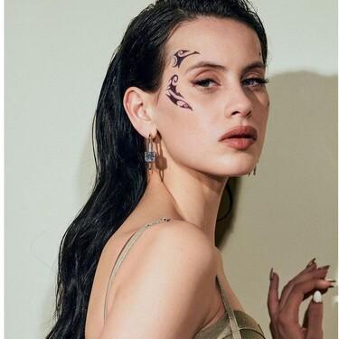 """El premio al maquillaje más transgresor de los Goya 2021 es para Milena Smit y su """"tatuaje"""" en la cara"""
