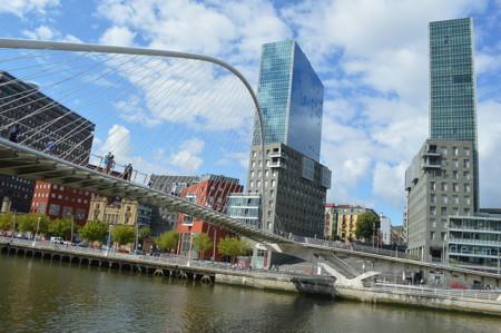 Puente Zubizuri Y Torres Izosaki Bilbao 14784276449