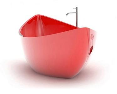 Una divertida y relajante bañera con forma de barca