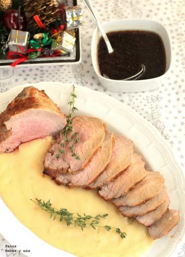 Ternera asada en el horno con guarnición de puré de vainilla. Receta de Navidad